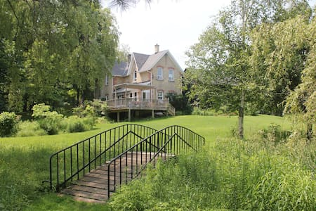 The Homestead Farm - beautiful natural setting - Holland Centre