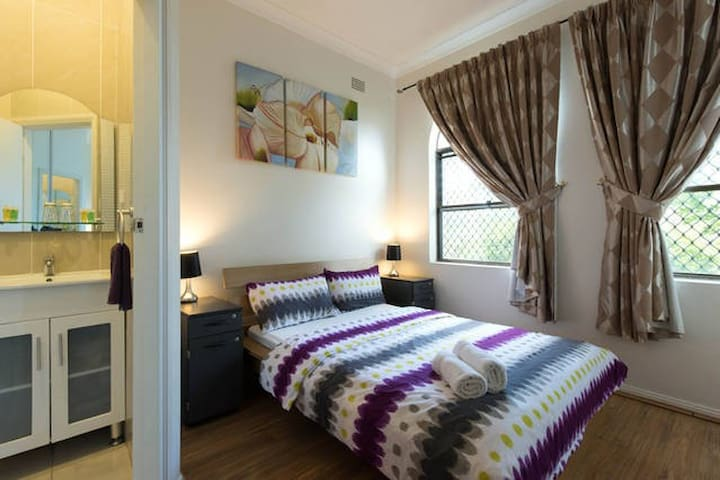 3BR House for 12 people, near Airport & Sydney CBD