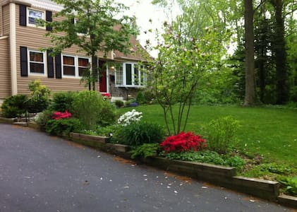 Relax or Play. Perfect location. - Middletown