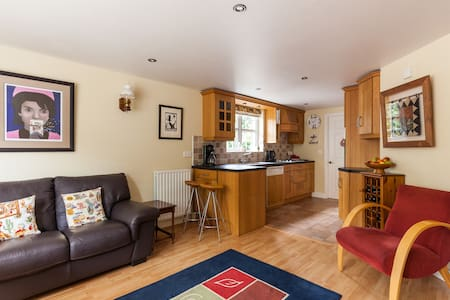 ROBIN COTTAGE IN THE HEART OF COUNTY ANTRIM