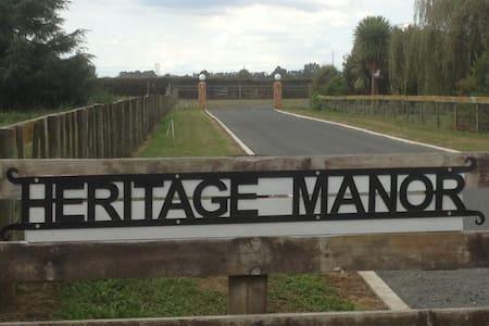 Heritage Manor Eco Barn apartment - Tamahere - Bed & Breakfast