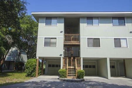 Beach Condo on Golf Course - Caswell Beach - Appartement