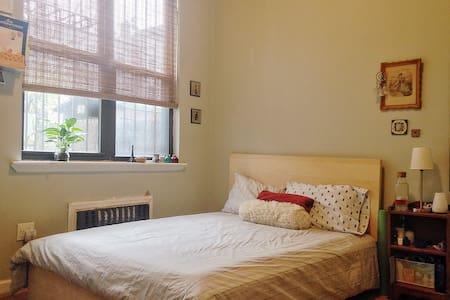 Lovely Room w/backyard in Bushwick - Brooklyn
