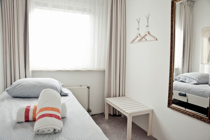 bnb013 single room - Tilburg - Casa