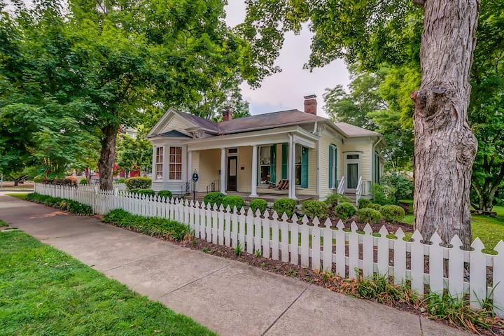 "Historic ""Rhodes-House"" on W Main"
