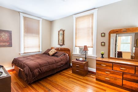 Charming Room in Eclectic Northside - Cincinnati - Casa