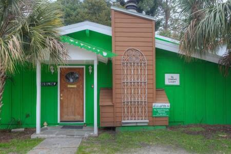 Shamrock Lodge  Vintage Beach House