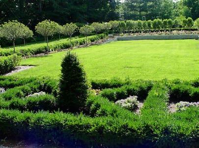 Garden Room-Yountsville Mill-INN - Crawfordsville - Bed & Breakfast