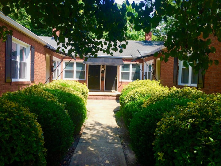 Cozy 2BR Apartment Near Cameron Village & NC State