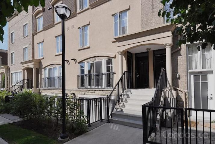 1 Bedroom Townhouse Liberty Village