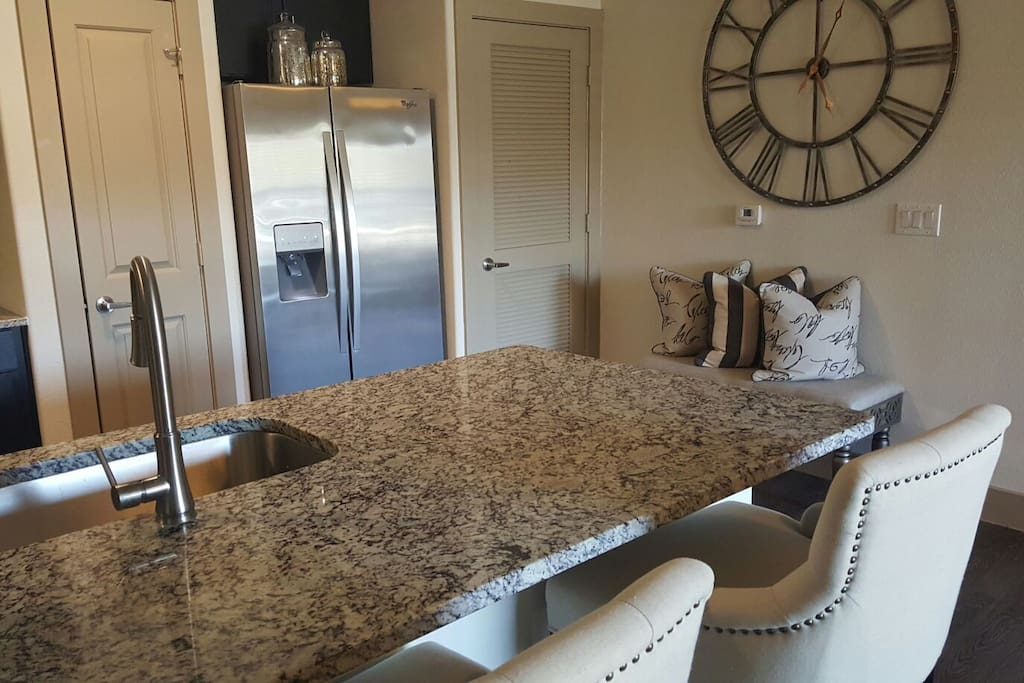 Spacious wet bar perfect for breakfast/dinner