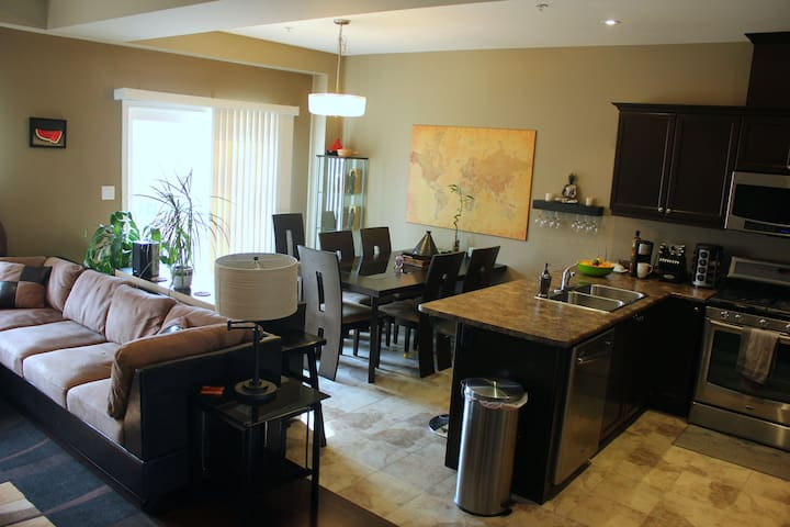 Modern Comfort in Heart of Niagara - St Catharines