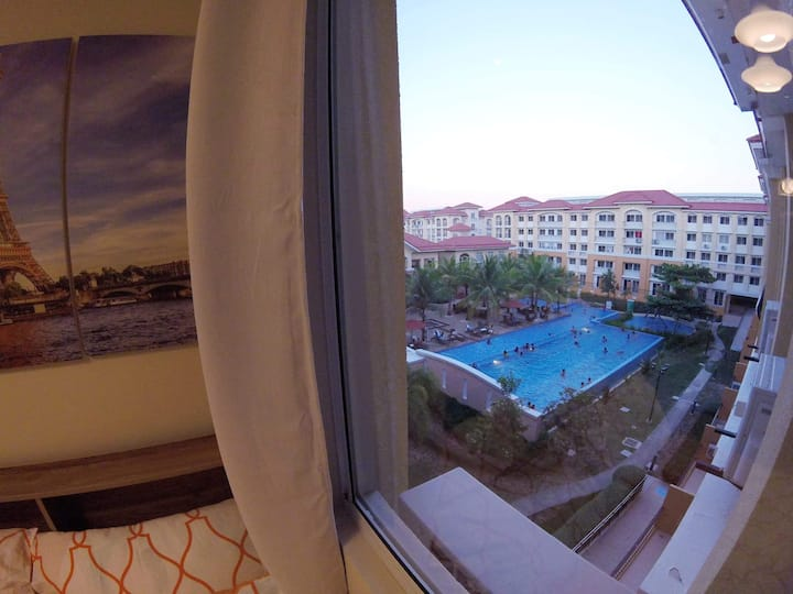 The pool view from 4th floor makes it beautiful room
