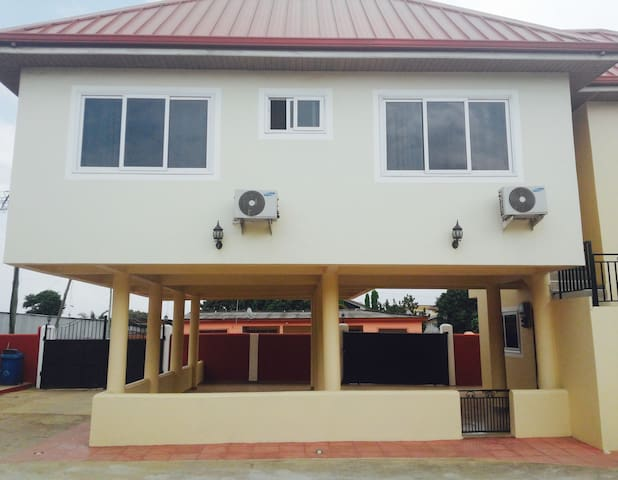 Nice 3BD multi unit Apartment. - Accra - Apartamento