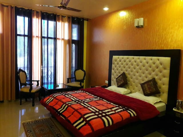 Rudra Himalayan Saga - Kasauli - Bed & Breakfast