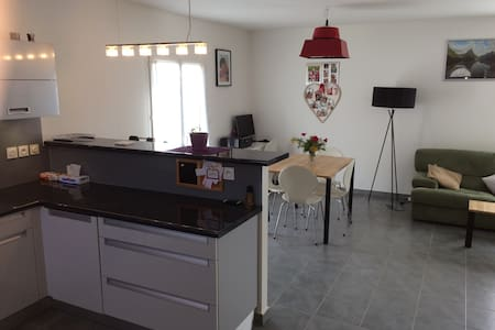 small 3 bedrooms house near geneva and skiing area - Crozet - 一軒家