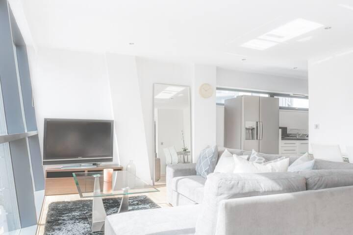 Stylish Modern Media City/Salford Quays Apartment!