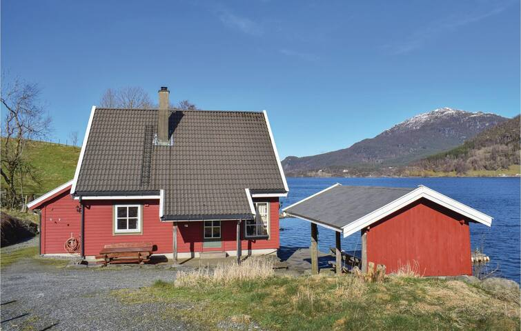 Holiday cottage with 5 bedrooms on 120m² in Ølensvåg