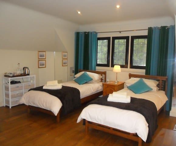 White Horse Stables Twin with Bed & Breakfast - Stetchworth - Bed & Breakfast