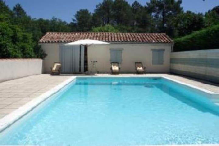 Petite maison avec sa piscine - Lue - Dom