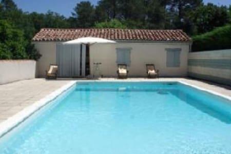 Petite maison avec sa piscine - Lue