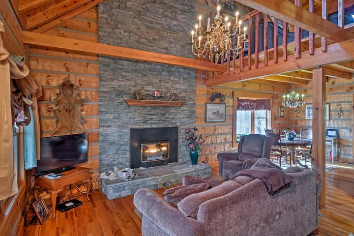 NEW! Serene & Quiet 3BR Russell Springs Log Cabin!