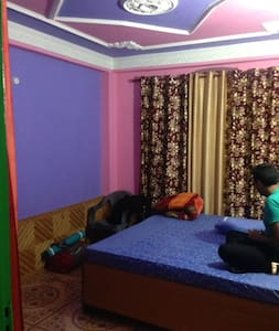 Room where Parvati Peaking Festival Happens, Choj! - Kasol - Rumah Tamu