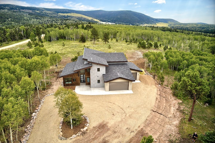 Brand New Luxury Home! Enjoy the Mountain Life at Alpenglow