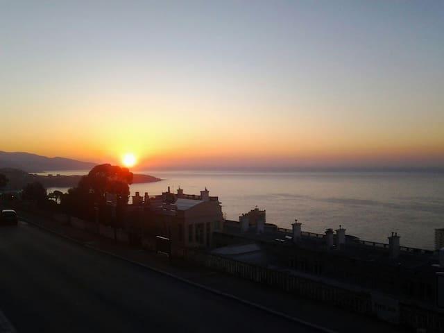 Panorama unique vue Monaco 4 adultes 2enfants Max.