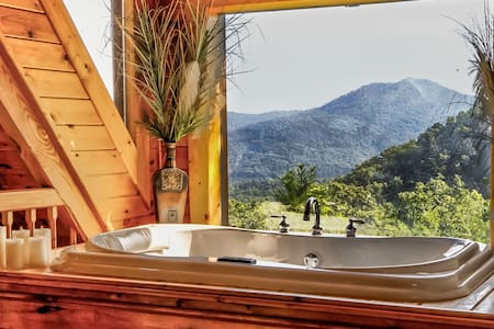 Mountain View Secluded Log Cabin Hot Tub Jacuzzi