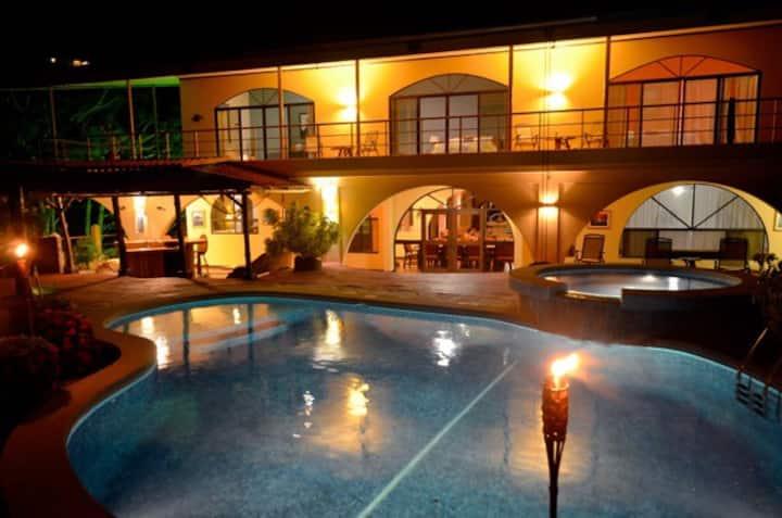 Toda la Villa Privada:para Ticos CR