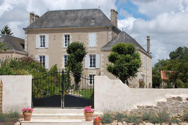Petit Manoir - Saint-Cyr-des-Gâts - Hus