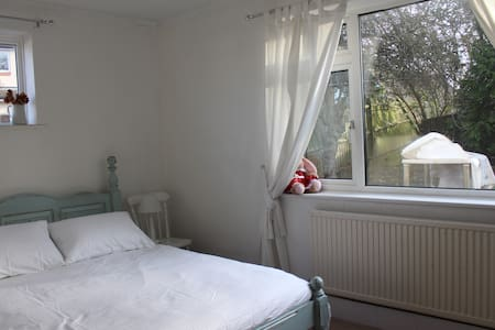 Lovely room near Gatwick and London - Redhill - Квартира