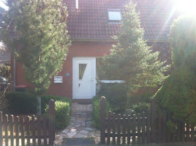 Zimmer im Haus/Room 1 Family House - Hamburg - Casa