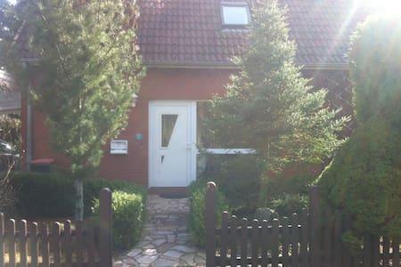Zimmer im Haus/Room 1 Family House - Hambourg
