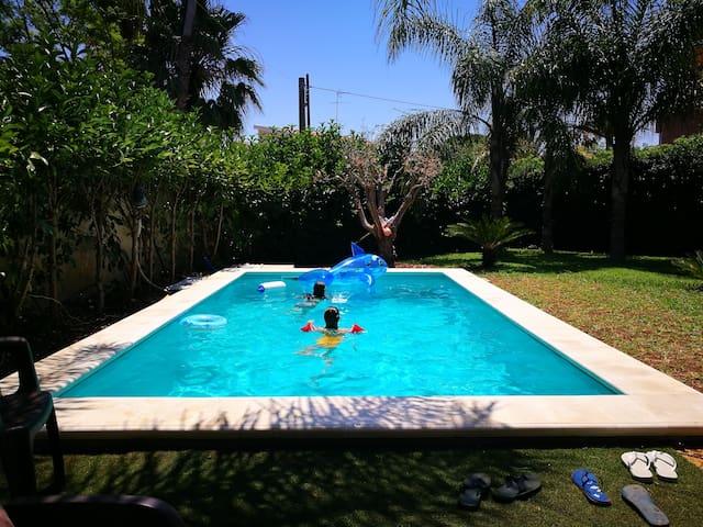 Fontane Bianche, villa con piscina