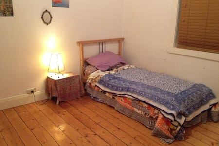 Sweet home with a sweet little room just for you! - Reservoir - Haus