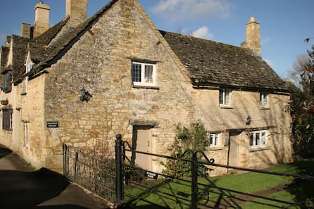 Hollyhock Cottage - Burford