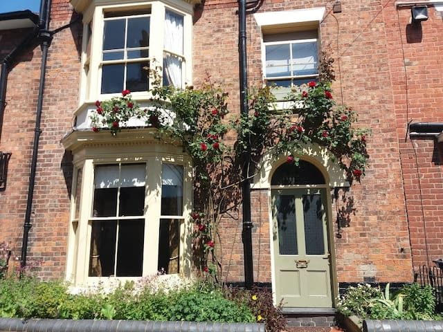 Period Victorian Apartment in a peaceful location.
