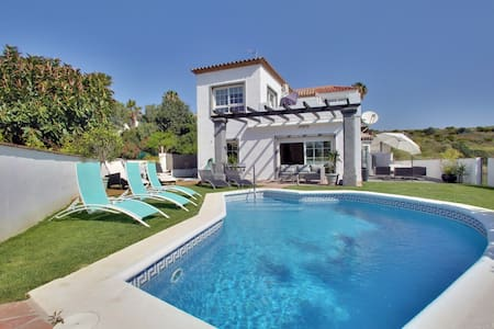 Modern 4 BR villa with private pool and seaviews - Estepona - Huis
