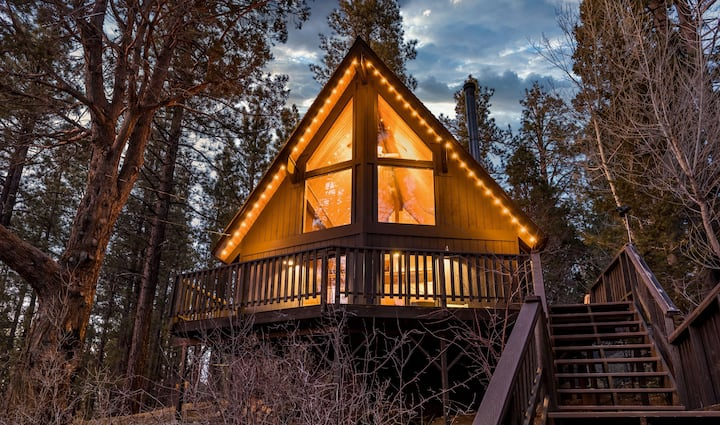 A-Frame Mountain View Cabin w BBQ & Hot Tub