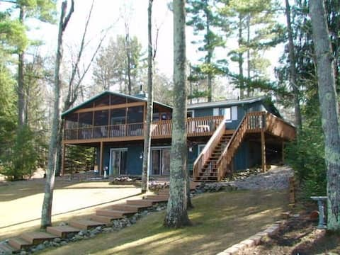 Loon's Landing - A Northwoods Lake House