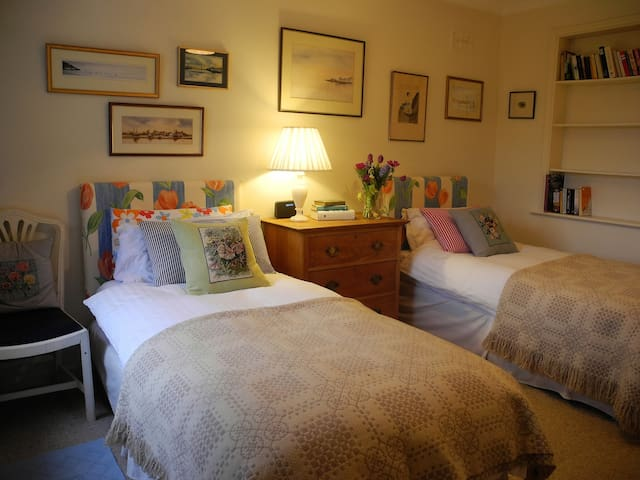 Delightful Twin Bedroom Set in a Country House - Maidwell