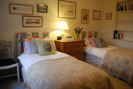 Delightful Twin Bedroom Set in a Country House - Maidwell - Rumah