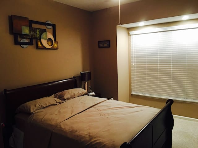 Your home away from home! - Macomb - Apartament