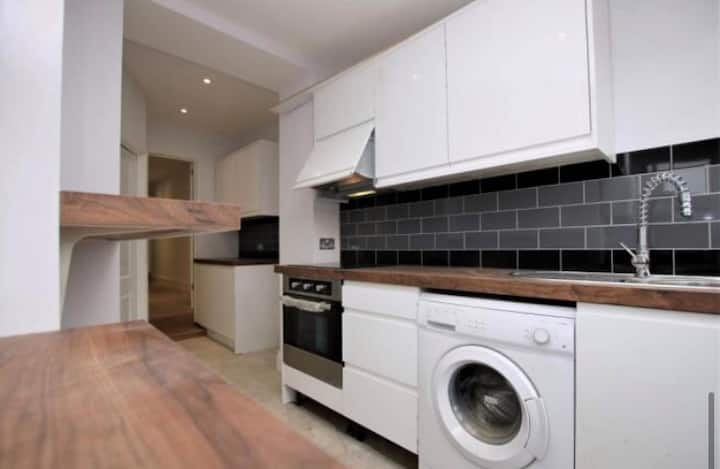 Renovated 3 Bedroom Apartment with Garden