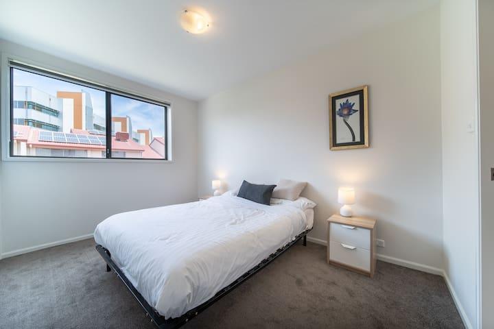 Classy minimalist bedroom2