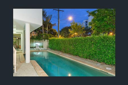 2 bed + 2 bath apartment in the heart of Newstead - Newstead