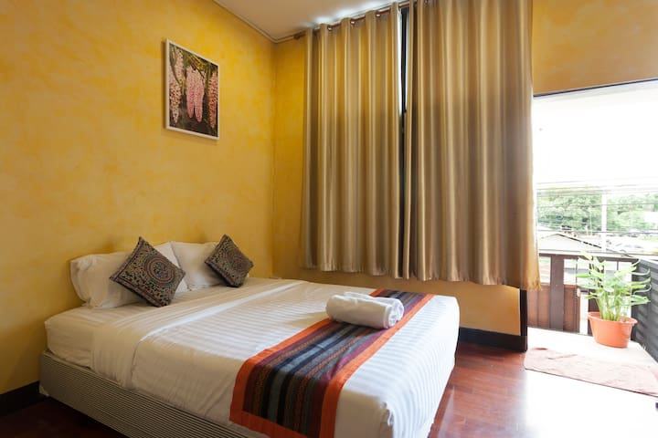 Nice cozy room in the old city (B2) - Phra Sing - Huis