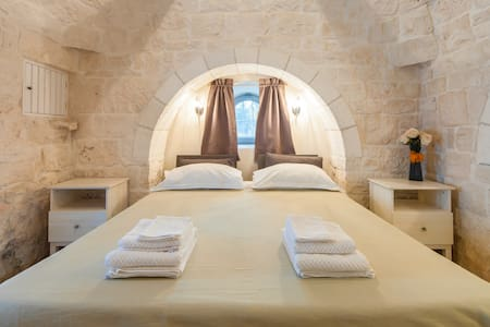 Trullo Aurora e natura!! - cisternino - Bed & Breakfast